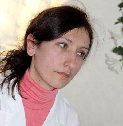 сексуальнейшая медсестра помогла раненому бойцу