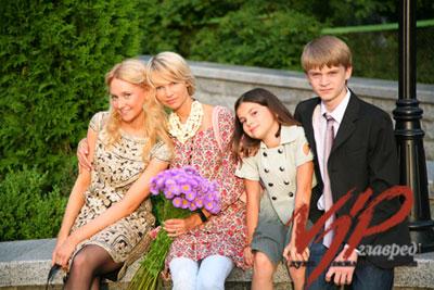 Руслана Мороз (на фото - вторая) с детьми Даяной, Александром и Лией.