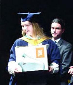 Анна Тигипко получила образование в Лондоне.