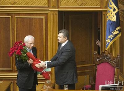 Янукович поздравил Азарова