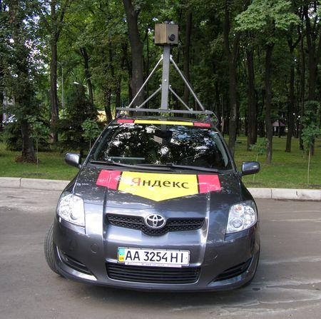 Машина Яндекс, снимающая панорамы Донецка.