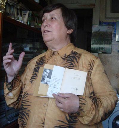 Вера Павловна с книгой отца Беспощадного