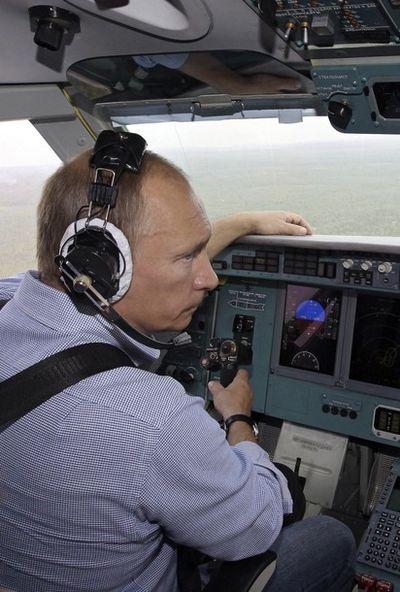 Путин на самолете-амфибии пожары тушил
