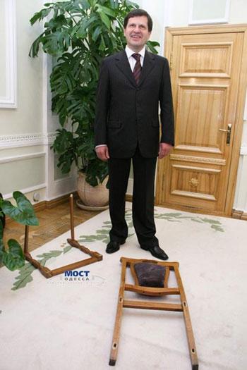 Алексей Костусев демонстрирует мэрское наследие