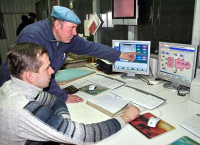 За пультом стекловаров - Михаил Чернов и Александр Волконский.