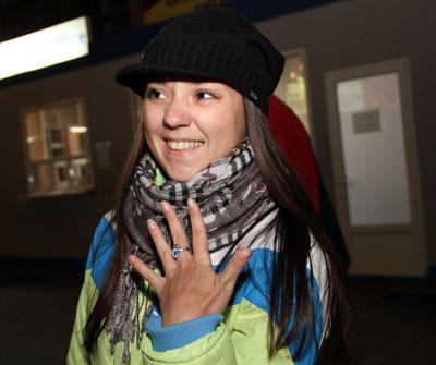 Кристина Журавель демонстрирует серебряное кольцо с фианитом, купленное в Египте. Возможно, именно оно, предназначенное, по словам продавца, для защиты от бед, хранило меня в охваченной революцией стране, - говорит студентка.