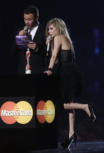 BRIT Awards-2011. Аврил Лавин