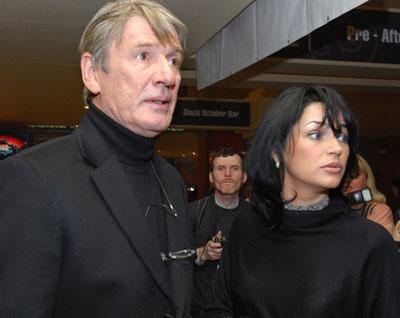 Александр Абдулов надеялся прожить долго и счастливо со своей молодой женой Юлией Милославской. Но увы...