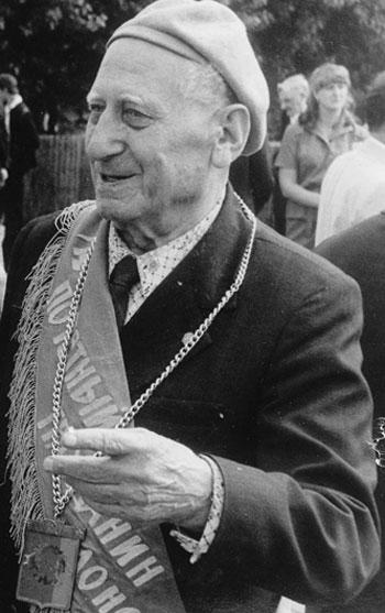 В 1976 году Павел Байдебура стал почетным гражданином Донецка.