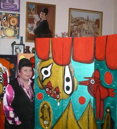 Эмма Андиевская живет среди ярких образов своих картин.