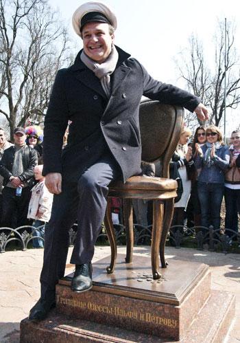 Скульптор Михаил Рева примерил образ Остапа Бендера и признался, что 12-й стул практически разваливался от народной любви