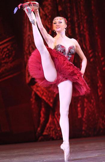 Прекрасная Эсмеральда - донецкая балерина Светлана Бедненко - стала «золотой» победительницей в номинации Старшая группа.