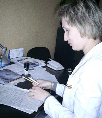 Перед тем, как назначить лечение, Марина Малапура тщательно записывает все особенности течения болезни.