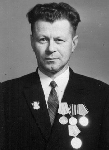 В послужном списке капитана Ильи Брижниченко - пять ранений и контузий, два ордена и тринадцать медалей.