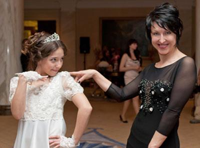 Новоиспеченная леди Влада Павлова радует хорошими манерами маму Людмилу и членов жюри всеукраинских конкурсов красоты для юных прелестниц, в которых она регулярно побеждает.