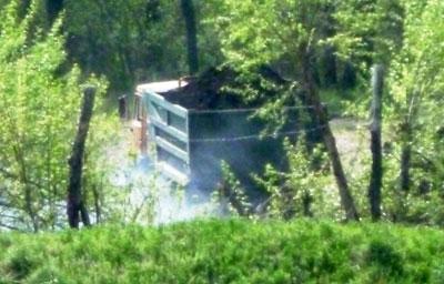 Давыдовка. На фото, переданном в корпункт, виден грузовик, полный грунта.