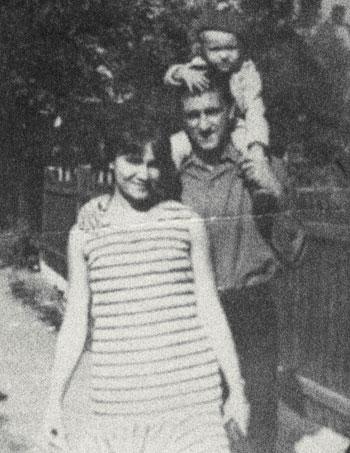Маленький Сережа Сивохо с мамой Светланой и отцом Анатолием.