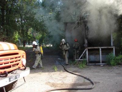 В Мариуполе горят бывшие пищевые склады