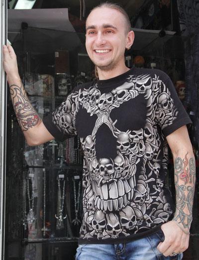 23-летний металлист Владислав Вознюк, несмотря на свои грозные татуировки, человек по натуре мирный.