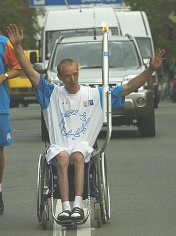Сергей Смирнов с олимпийским огнем.