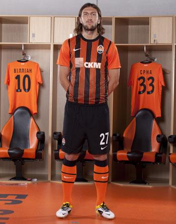 Новая домашняя форма ФК Шахтер от Nike: Дмитрий Чигринский
