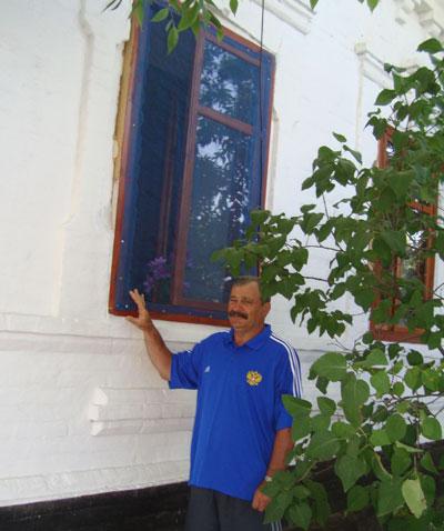Николай Аджавенко: В это окно смотрел батька Махно.