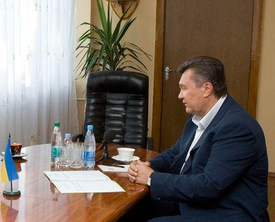 Янукович в Луганске