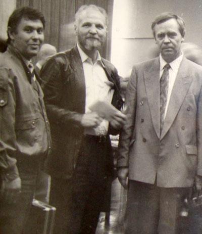Виктор Логачев с известными российскими прозаиками Владимиром Крупиным и Валентином Распутиным. Москва, 9-й съезд писателей СССР, 1990 год.
