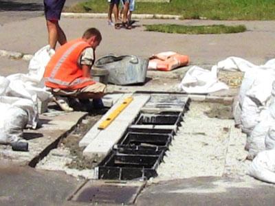 В Горловке ремонтируют дороги, ливнестоки и наносят разметку