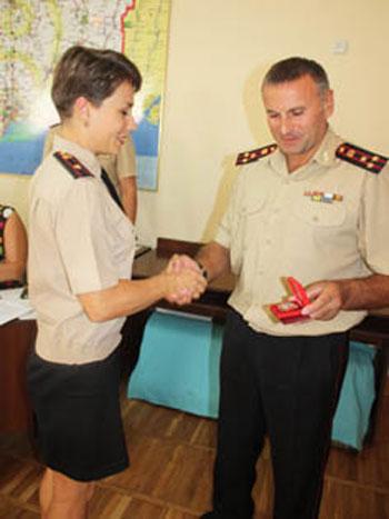 Донецкие психологи МЧС получили награды от спасателей Луганщины