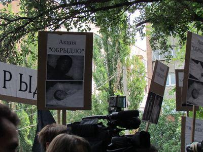 мариупольцы пикетировали дом наркоторговки