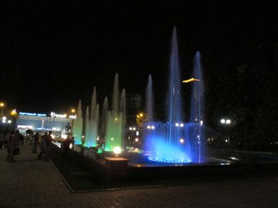 День города. Донецк. Световой фонтан возле горисполкома