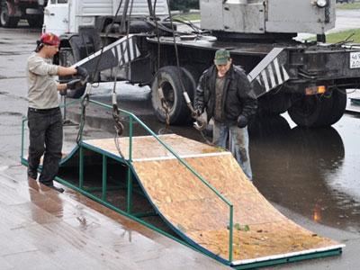 В Горловке строят скейт-площадку