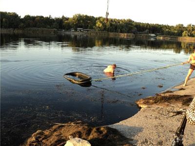 Славянск. Из вод соленого озера извлекли 200-летнюю ванну