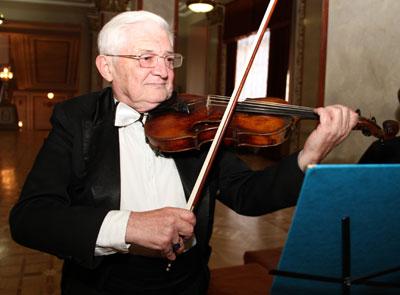 Олег Бахтиозин отметил юбилей, устроив для друзей мини-концерт.