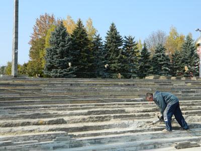 В Артемовске началась реконструкция площади возле Обелиска Славы.
