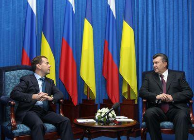 Дмитрий Медведев и Виктор Янукович в Донецке