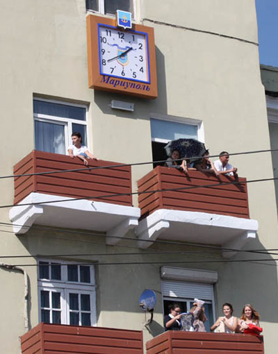 Главные часы Мариуполя родились только два месяца назад.