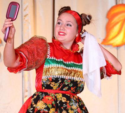 Анастасия Ермоленко вдохновенно исполнила песню Свеча.