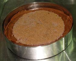 Большой биквит + шоколадный мусс + сверху - бисквит маленький, на который будет выложено желе.