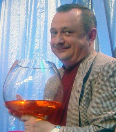 За юбилей КВН я готов поднять во-о-от такой бокальчик, - смеется Федор Гапоненко.