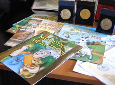 В донецком издательстве Веско вышло пять детских книг Олега Александровича Гузеева, рассказывающих о необычных монетах: Звонкие монетки, Медный пятачок, Монетки-бараночки, Монетка для жребия и Монетка-недотрога.