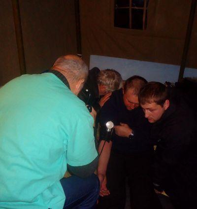 врачи оказывают помощь Гончарову