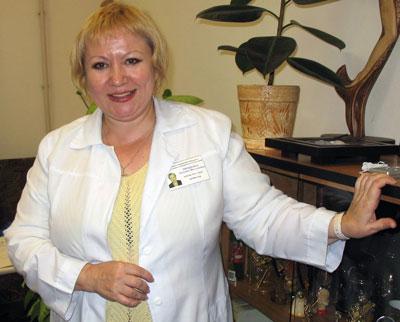 Профессор Татьяна Проценко рекомендует бережно относиться к своей коже и не заниматься самолечением, чтобы не усугубить возникшие проблемы.
