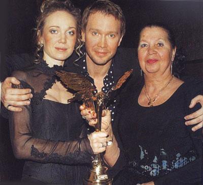 Евгений Миронов с любимыми женщинами - сестрой и мамой.