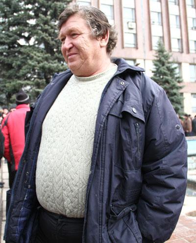 После прекращения акции протеста Владимир Чайка всё же пришел вчера в последний раз под стены Пенсионного фонда.