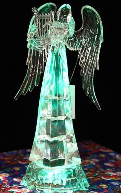 Этот ангел будто вырвался из растопленного куска льда.