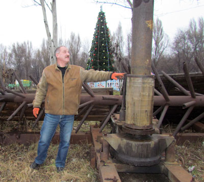 Игорь Кузнецов: Вот в этот остов вставляли полторы сотни живых деревьев.