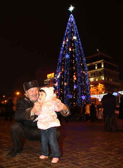 главная елка Донецка - на площади Ленина