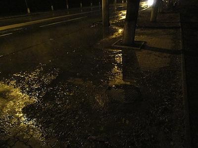 Прорыв канализации в Мариуполе